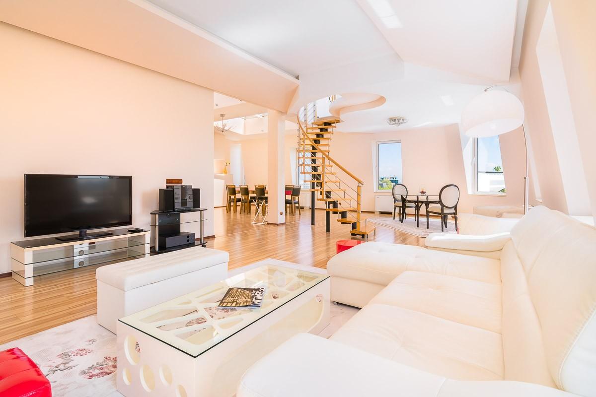Хол в апартамент.jpg
