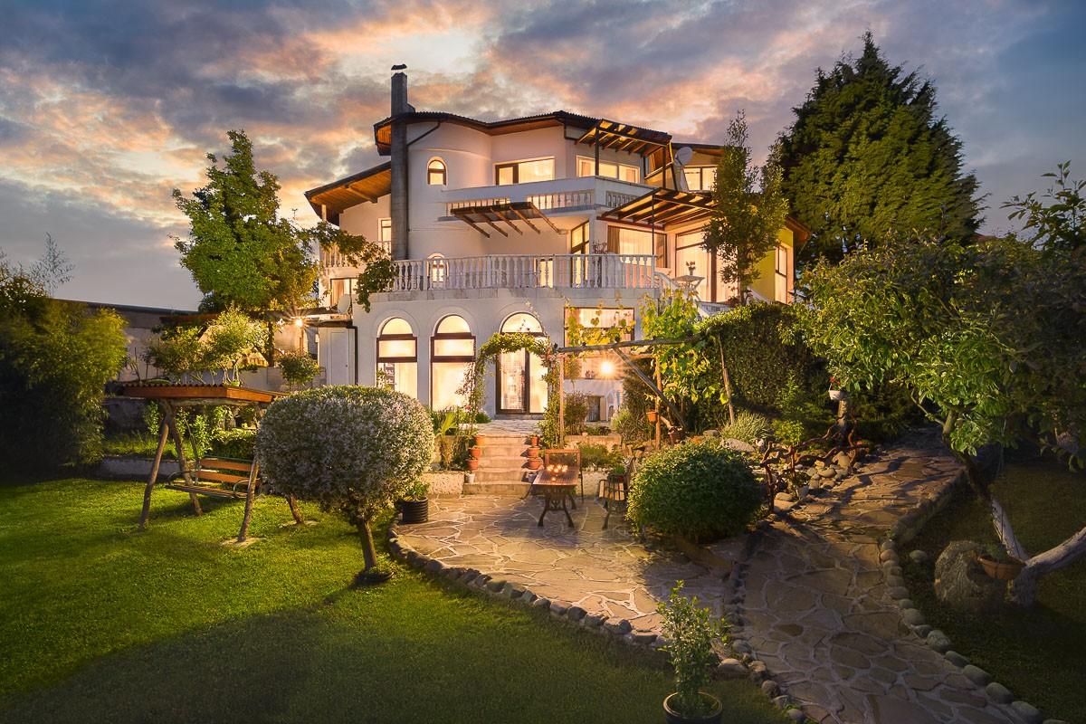 Екстериорна фотография на къща.jpg